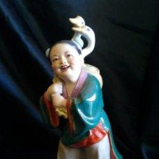 Antigüedades: FIGURA CHINA EN PORCELANA Y BISCUIT.. Lote 171590362