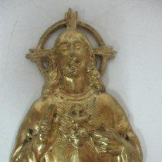 Antigüedades: PLACA METÁLICA PARA PUERTA, DECORACIÓN - SAGRADO CORAZÓN - METAL DORADO - 16 CM ALTURA. Lote 171600483