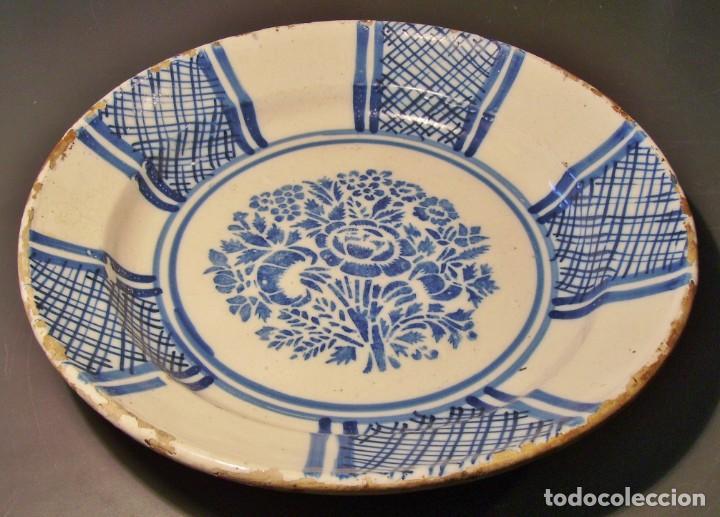 GRAN PLATO CERÁMICA DE TRIANA XIX (Antigüedades - Porcelanas y Cerámicas - Triana)