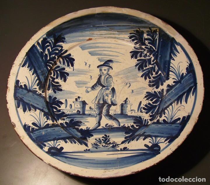 ROTUNDO Y GRAN PLATO DE CERÁMICA CATALANA XVIII (Antigüedades - Porcelanas y Cerámicas - Catalana)
