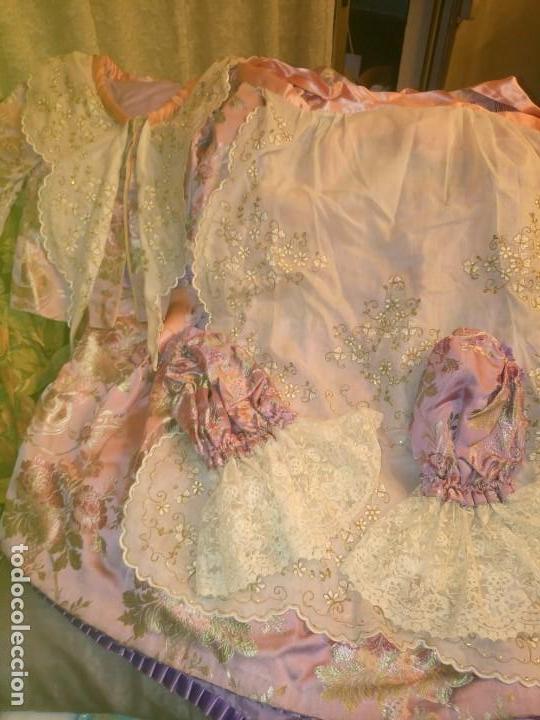Antigüedades: ~~~~ TRAJE DE VALENCIANA - FALLERA, SEDA BROCADA CON MANTELETAS DE SEDA BORDADA .~~~~ - Foto 5 - 171638512