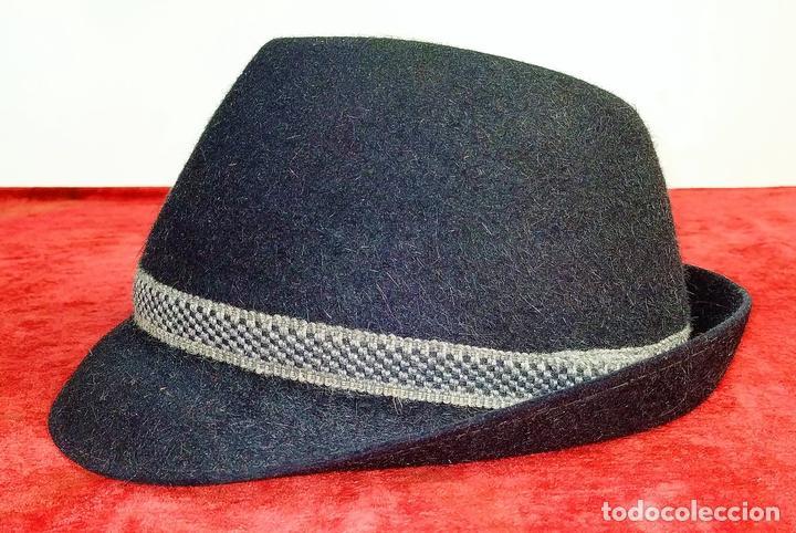 SOMBRERO DE CABALLERO. FIELTRO (?) NEGRO. CASTOR PRATS. ESPAÑA. CIRCA 1950 (Antigüedades - Moda - Sombreros Antiguos)