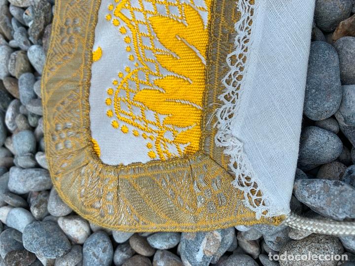Antigüedades: Espectacular cuello para dalmatica de tejido adamascado y brocado con hilo de plata - Foto 2 - 171706458