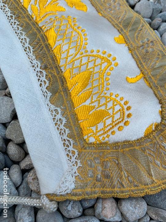 Antigüedades: Espectacular cuello para dalmatica de tejido adamascado y brocado con hilo de plata - Foto 3 - 171706458
