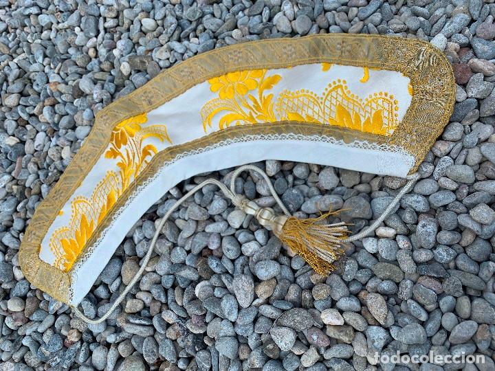Antigüedades: Espectacular cuello para dalmatica de tejido adamascado y brocado con hilo de plata - Foto 6 - 171706458