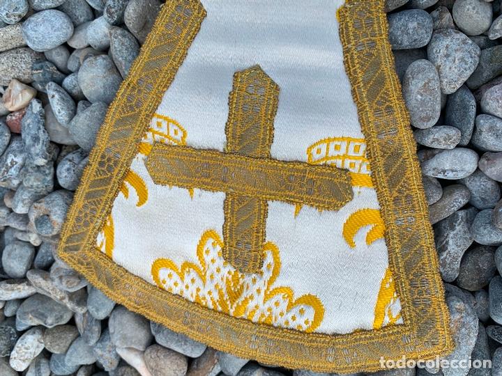 Antigüedades: Antiguo Manípulo indumentaria eclesiastica, precioso tejido adamascado y pasamaneria. Hilo de plata. - Foto 4 - 171712682