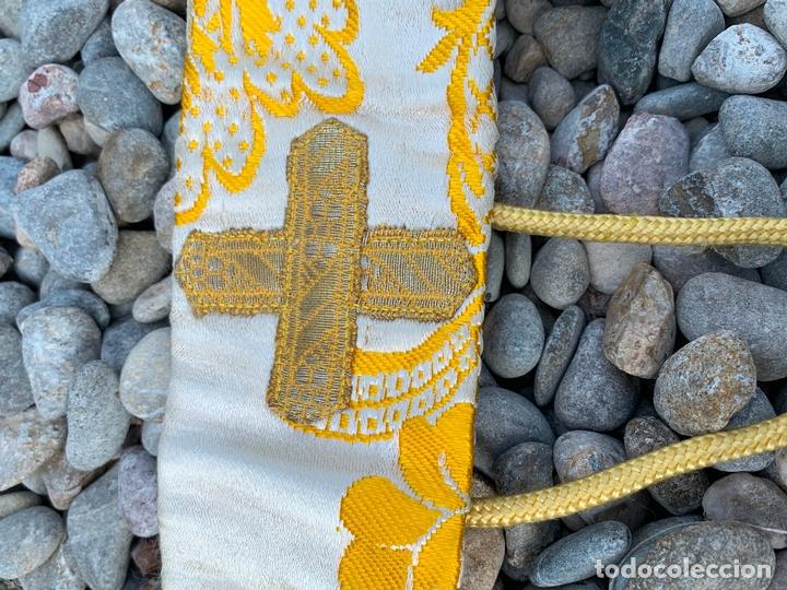 Antigüedades: Antiguo Manípulo indumentaria eclesiastica, precioso tejido adamascado y pasamaneria. Hilo de plata. - Foto 5 - 171712682