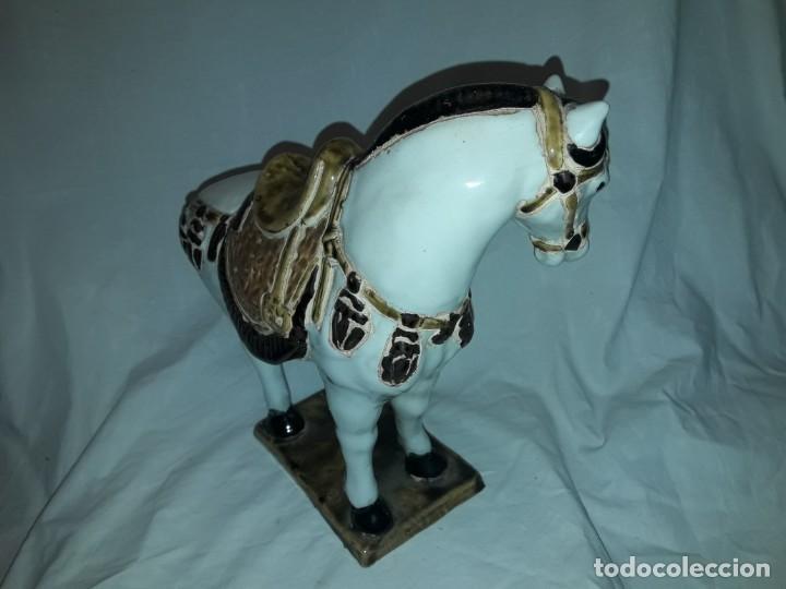 Antigüedades: Bello antiguo caballo porcelana policromada vidriada 24cm - Foto 4 - 171712897
