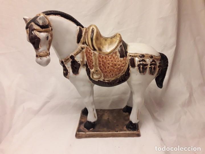 Antigüedades: Bello antiguo caballo porcelana policromada vidriada 24cm - Foto 2 - 171712897
