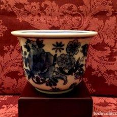 Antigüedades: CENTRO - MACETERO DE PORCELANA CHINA AZUL Y BLANCA.. Lote 171721612