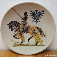 Antigüedades: PLATO CERÁMICA ESMALTADA - CABALLERO PINTADO A MANO - PRINCIPIOS SIGLO XX. Lote 171728140
