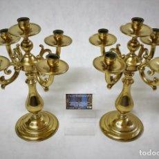 Antigüedades: PAREJA DE CANDELABROS DE BRONCE (2). Lote 171760115