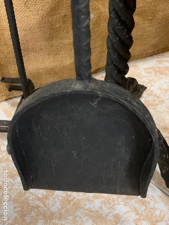 Antigüedades: Excepcional juego de utiles para la chimenea en forja realizada a mano, cabezas de dragon. - Foto 5 - 171760363