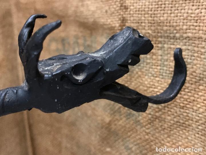 Antigüedades: Excepcional juego de utiles para la chimenea en forja realizada a mano, cabezas de dragon. - Foto 13 - 171760363