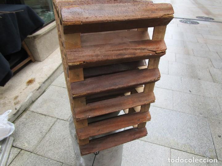 Antigüedades: ANTIGUO RARO Y TRABAJADO BOTELLERO, MADERA, 30 BOTELLAS, 64x29x55CM 18KG + INFO 1s - Foto 2 - 171774932