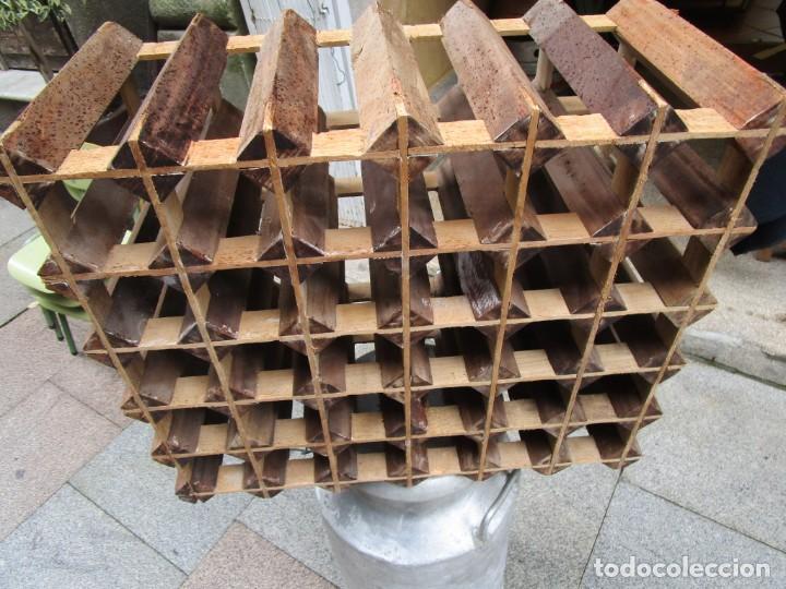 Antigüedades: ANTIGUO RARO Y TRABAJADO BOTELLERO, MADERA, 30 BOTELLAS, 64x29x55CM 18KG + INFO 1s - Foto 3 - 171774932