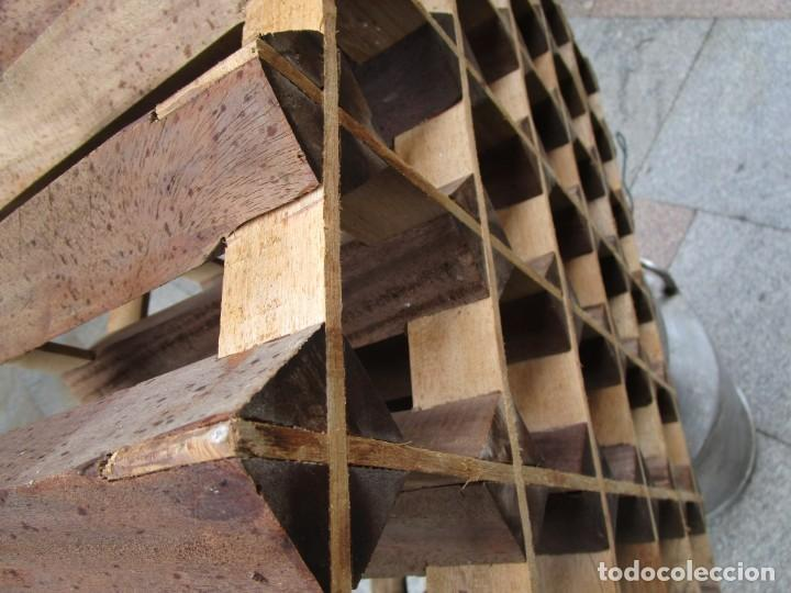 Antigüedades: ANTIGUO RARO Y TRABAJADO BOTELLERO, MADERA, 30 BOTELLAS, 64x29x55CM 18KG + INFO 1s - Foto 5 - 171774932