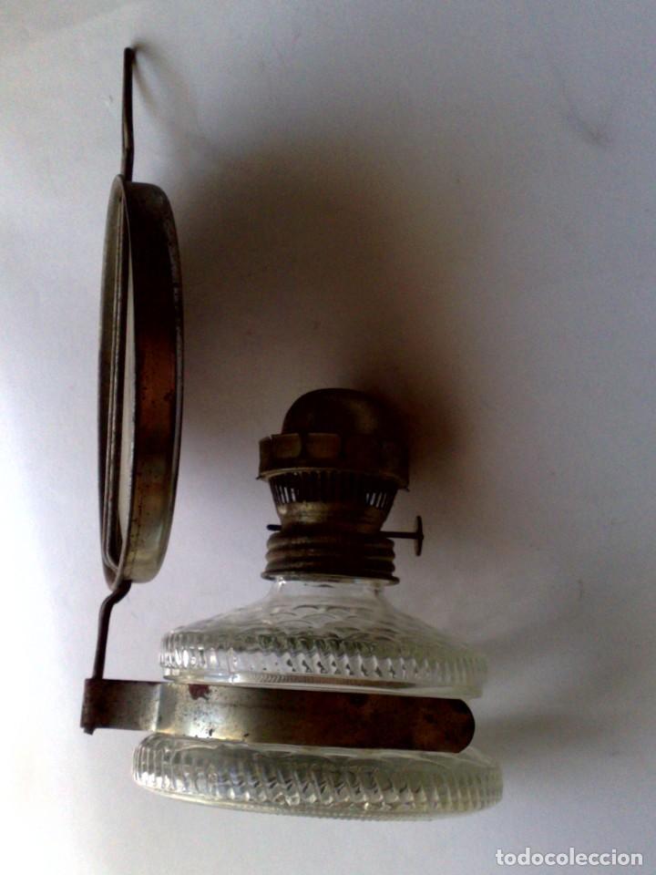 Antigüedades: ANTIGUA LÁMPARA DE ACEITE,RECIPIENTE DE CRISTAL,CON SOPORTE METÁLICO CON ESPEJO (DESCRIPCIÓN) - Foto 5 - 171786149