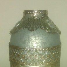 Antiquités: BONITO JARRON DE CRISTAL Y DECORACION CALADA. Lote 171788135