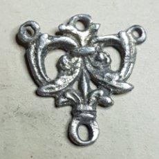 Antigüedades: ANTIGUO CENTRO ROSARIO PLATA SOBREDORADA. Lote 171799344