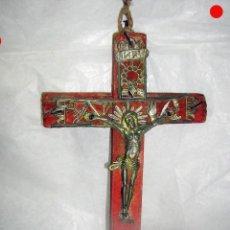 Antigüedades: CRUCIFIJO PASTORIL MUY ANTIGUO. Lote 171826582
