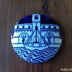 Antigüedades: PLACA PORCELANA CASTRO SARGADELOS. SOCIEDAD GALLEGA PEDIATRÍO. 8.5 CM DIÁMETRO. 1981.. Lote 171887149
