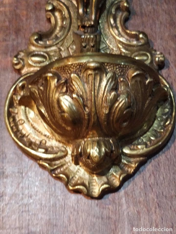 Antigüedades: Benditera Crucifijo de Bronce con excelente detalle en los acabados - 27 x 14.2cm - 700g - Foto 4 - 171922120