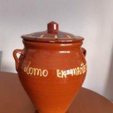 Antigüedades: ORZA DE BARRO, LOMO EN MANTECA, CON TAPA PINTADA. 18 CM DE ALTURA.. Lote 171967367