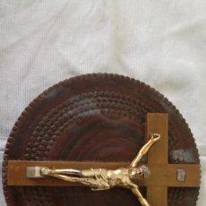 Antigüedades: 48-ANTIGUO CRUCIFIJO DE MADERA Y METAL.. Lote 171974260