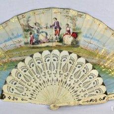 Antigüedades: MARAVILLOSO ABANICO S XIX, HUESO CON FINO CALADO, PIQUÉ DE PLATA, DETALLES AL ORO FINO. . Lote 171978693