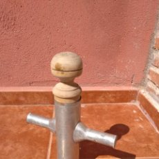 Antigüedades: CHURRERA DE CHAPA Y ÉMBOLO DE MADERA - ANTIGUA. Lote 172002318