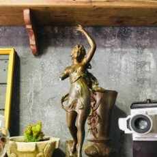 Antigüedades: ANTIGUA FIGURA DE CALAMINA PATINADA FRANCESA ESTATUA ART NOVEAU LES ROSEAUX PER KOSSOWSKY. Lote 172007772