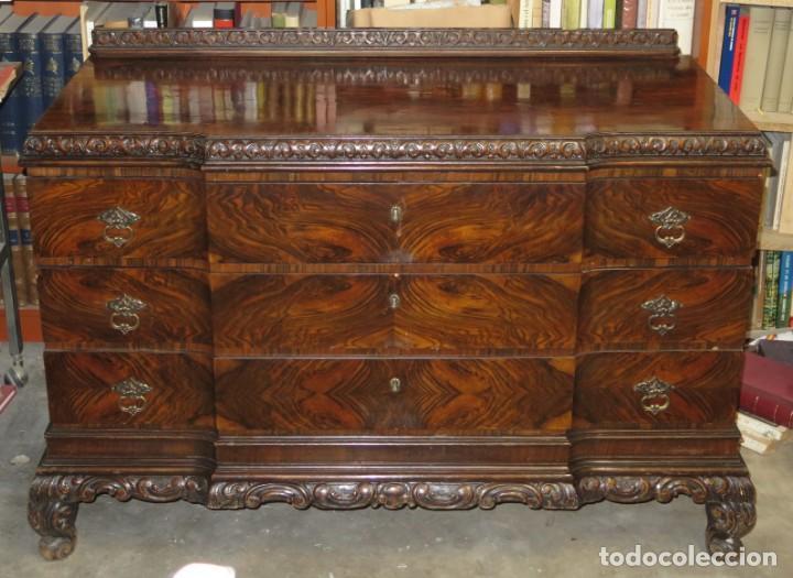 ANTIGUA COMODA CON PRECIOSA CHAPA DE RAIZ. AÑOS 30-40 (Antigüedades - Muebles - Cómodas Antiguas)