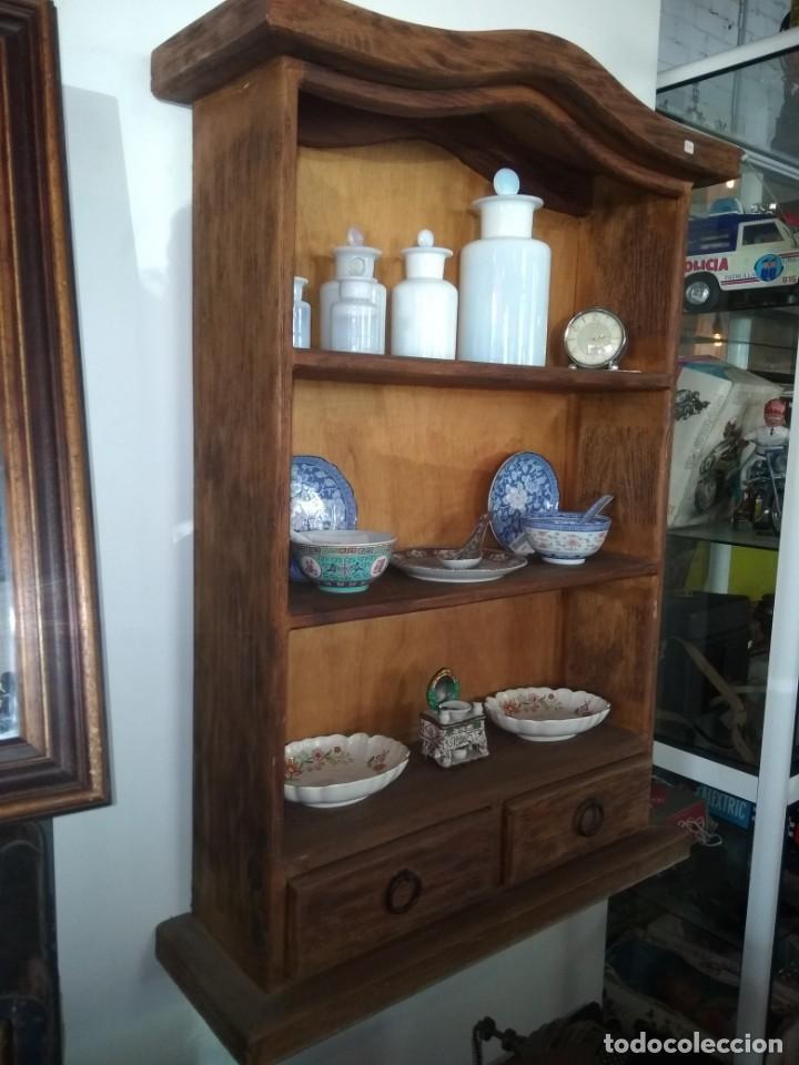 Antigüedades: Precioso mueble para colgar de madera cruda, excelente estado - Foto 3 - 172009093