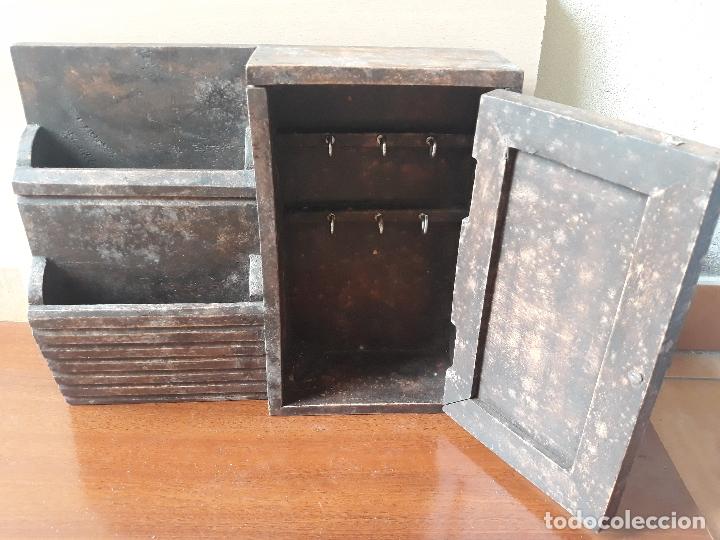 Antigüedades: Antiguo mueble armario para llaves y cartas- madera y pomo en bronce - Foto 2 - 172017867