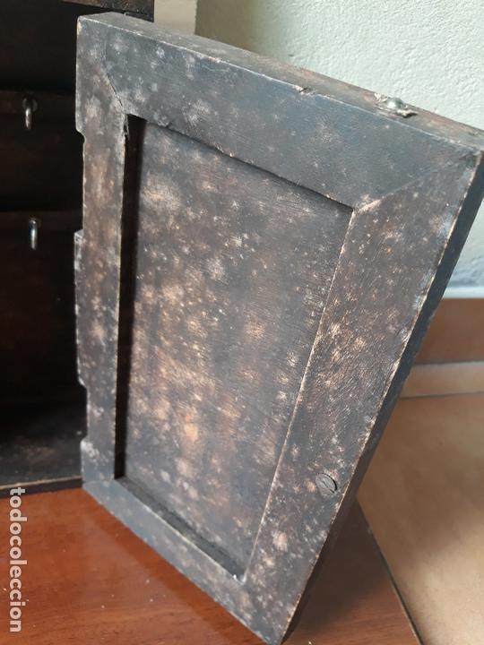 Antigüedades: Antiguo mueble armario para llaves y cartas- madera y pomo en bronce - Foto 5 - 172017867