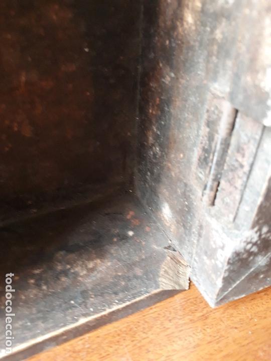 Antigüedades: Antiguo mueble armario para llaves y cartas- madera y pomo en bronce - Foto 8 - 172017867