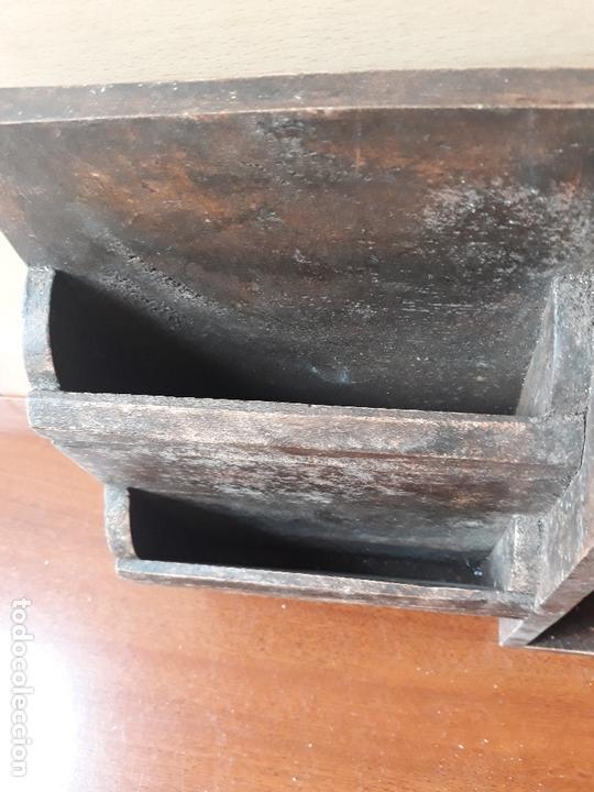 Antigüedades: Antiguo mueble armario para llaves y cartas- madera y pomo en bronce - Foto 10 - 172017867
