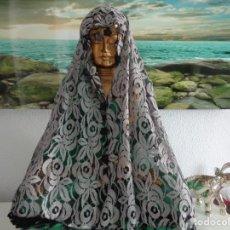 Antigüedades: ANTIGUA Y BONITA MANTILLA GRIS PLATA Y NEGRA. Lote 172022394