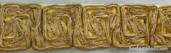 Antigüedades: ANTIGUO GALÓN - AGREMÁN METÁLICO ORO S.XIX - Foto 2 - 172023284