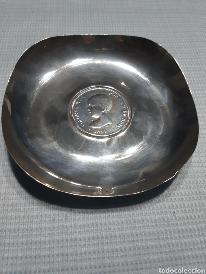 BANDEJA DE PLATA CON MONEDA DE 5 PESETAS ALFONSO XIII 1891 (Antigüedades - Platería - Plata de Ley Antigua)