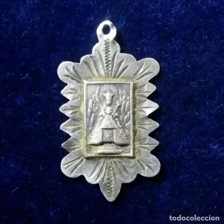 ANTIGUA MEDALLA RELIGIOSA EN PLATA MONTSERRAT (Antigüedades - Religiosas - Medallas Antiguas)