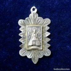 Antigüedades: ANTIGUA MEDALLA RELIGIOSA EN PLATA MONTSERRAT. Lote 172029135