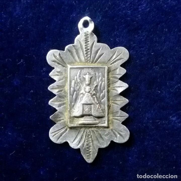 Antigüedades: antigua medalla religiosa en plata montserrat - Foto 3 - 172029135
