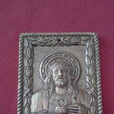 Antigüedades: ANTIGUA PLACA PUERTA SAGRADO CORAZON REALIZADA EN METAL - MIDE APROX 12X18 CM. Lote 172044950