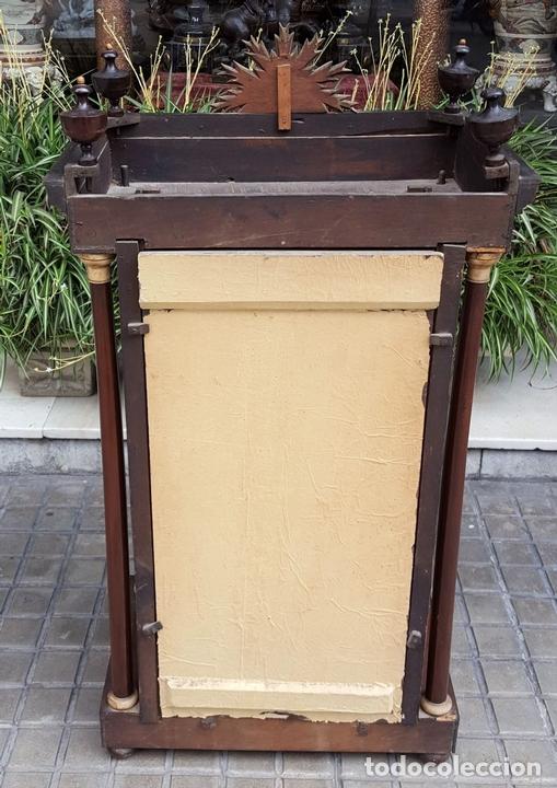 Antigüedades: CAPILLA PARA IMAGEN. MADERA DE CAOBA. ESTILO ISABELINO. ESPAÑA. SIGLO XIX. - Foto 4 - 213444046