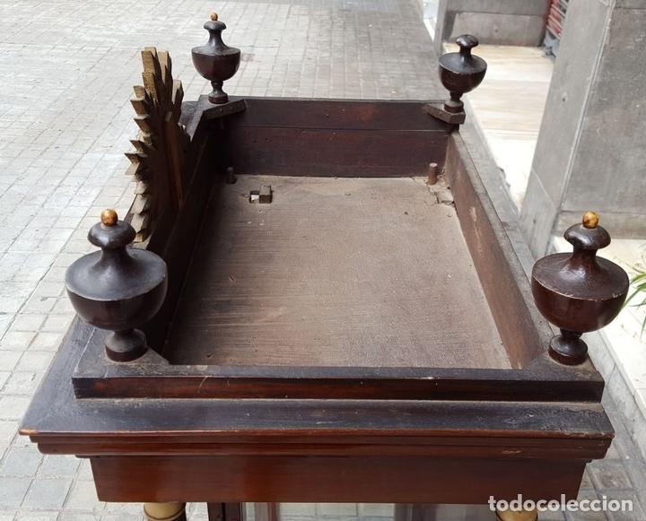 Antigüedades: CAPILLA PARA IMAGEN. MADERA DE CAOBA. ESTILO ISABELINO. ESPAÑA. SIGLO XIX. - Foto 11 - 213444046