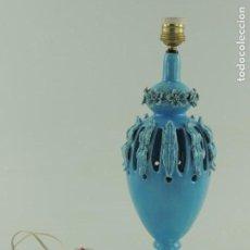 Antigüedades: LAMPARA ANTIGUA CERÁMICA AZUL MANISES EXCELENTE DECORACIÓN RETRO. Lote 172053502