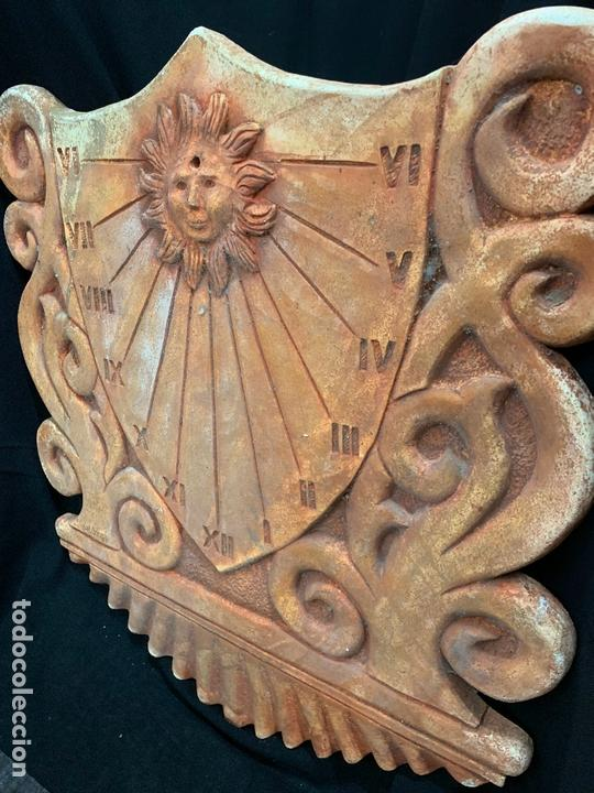 Antigüedades: Excepcional reloj de sol en terracota. gran tamaño, firmado. 64cms altura x 58cms ancho y 3cm grosor - Foto 2 - 172054499