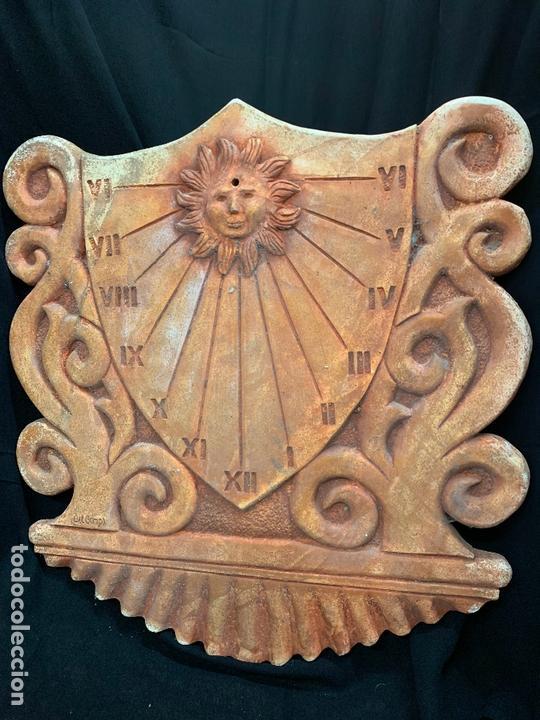 Antigüedades: Excepcional reloj de sol en terracota. gran tamaño, firmado. 64cms altura x 58cms ancho y 3cm grosor - Foto 4 - 172054499